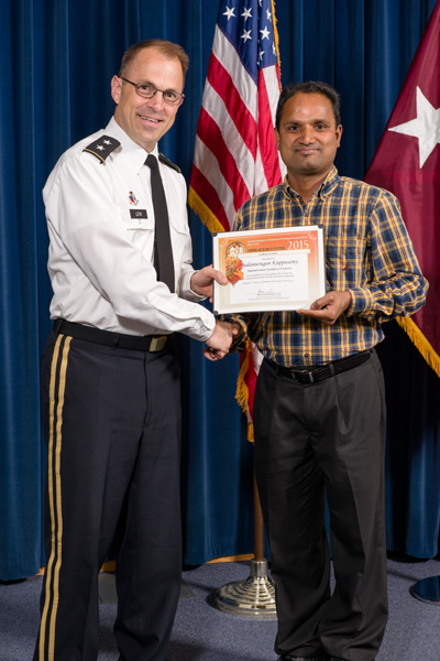 Balamurugan Kuppusamy accepts certificate from Maj. Gen. Brian Lein, commanding general, USAMRMC, for Outstanding Presentation at the NICBR Scientific Symposium.