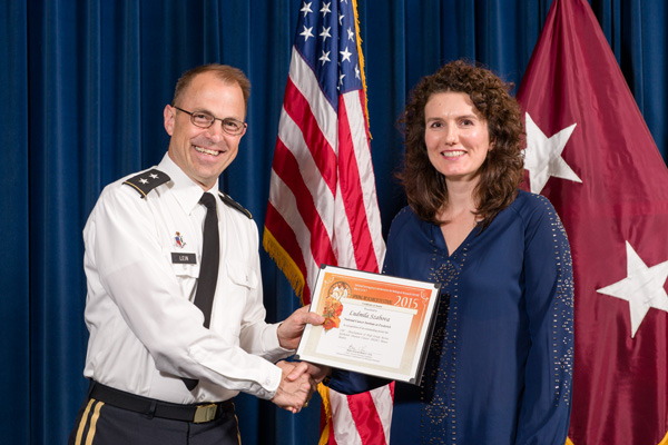 Ludmila Szabova accepts certificate from Maj. Gen. Brian Lein, commanding general, USAMRMC, for Outstanding Poster, Cancer Biology.