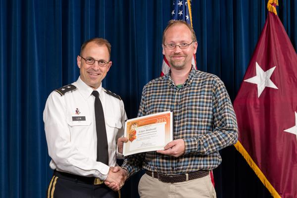 Eckart Bindewald accepts certificate from Maj. Gen. Brian Lein, commanding general, USAMRMC, for Outstanding Poster, Informatics.