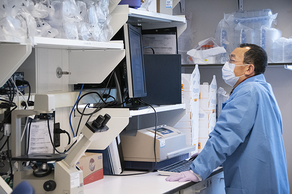 David Pan, of the Vaccine, Immunity, and Cancer Directorate, works on a SARS-CoV-2 serology project. (Photo by Elayne Lowe, Frederick National Laboratory Public Affairs and Communications Office)