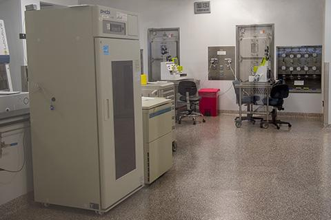 Photo of new CAR T cell lab at the Advanced Technology Research Facility.